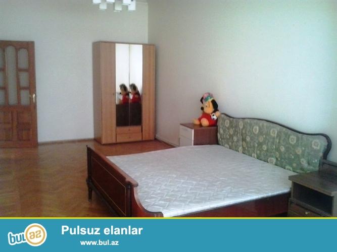 Cдается 3-х комнатная квартира в центре города,по проспекту Строителей ,рядом с ЦСУ...