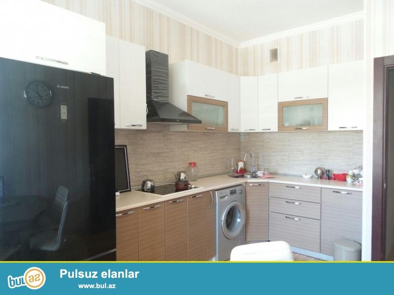 Xetai metrosunun yaninda Socarin binasinda 12 mertebenin 1-ci mertebesinde  3 otaqli eshyali ev satilir...