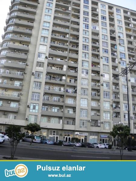 ОЧЕНЬ СРОЧНО! По проспекту Матбуат, около Баку Мол продается 2-ух комнатная квартира...