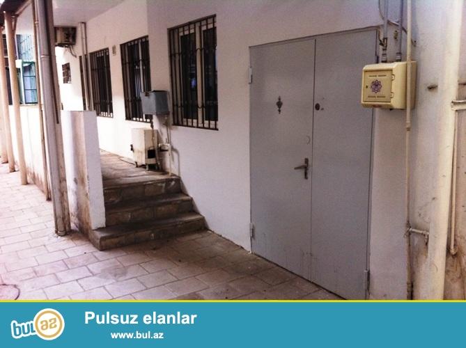 Cдается 4-х комнатное помещение в центре города, рядом с дворцом имени Г...