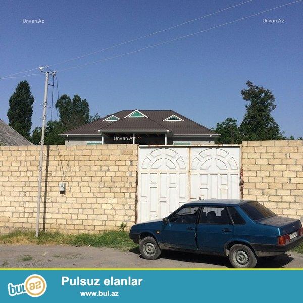 Qəbələ səhərində mərkəzdə, 10 sot həyətyanı sahəsi olan 150 m2-lik həyət evi satılır...