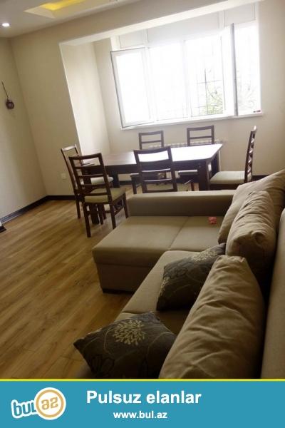 Очень Срочно! На *Gence prospekti*  в 5-ти минутах от  м/с *Hazi Aslanov*  продается  3х  комнатная квартира старого  строения 3/9, площадью 90   квадрат...