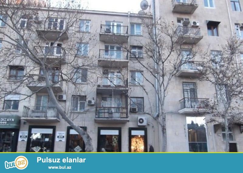 Срочно!!! Продается 2-х комнатная квартира, напротив Российского посольства, по улице Бакиханова, проект хрущевка, 5/5 чердачная, общая площадь 45 кв...