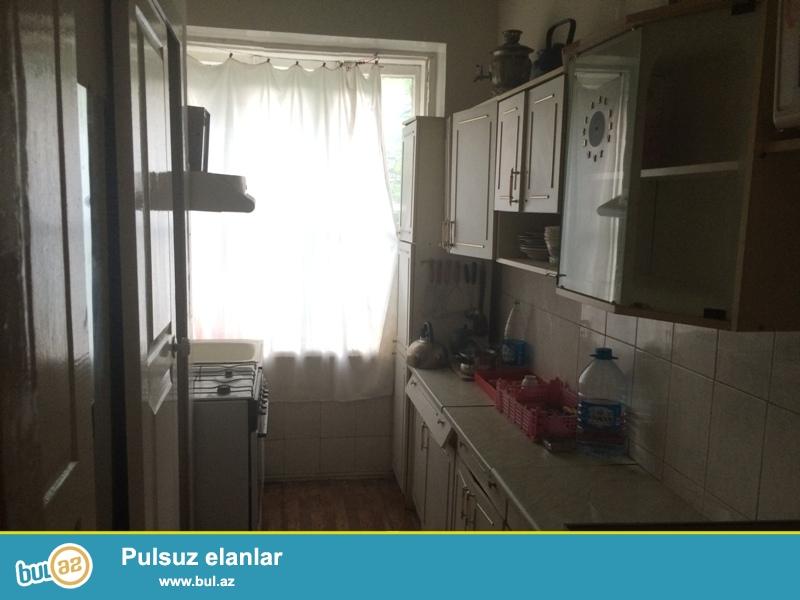Продается 1-а комнатная квартира переделанная в 2-х комнатную при помощи расширения, недалеко от к/т Дружба, по улице С...