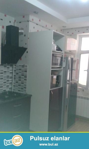 """Очень срочно! Продается  3-х комнатная  квартира нового строения  площадью 110 квадрат расположенная в элитном комплексе    """"SHERUR MTK  """" в Ясамалах около Bizim Market ..."""