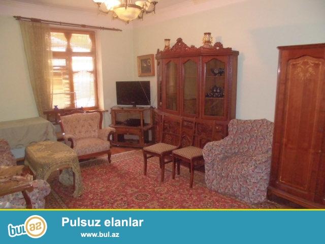 Yasamal Rayonu Huseyn Cavid prospektinde 5 mertebeli binanin 1-ci mertebesinde 2 otaqli menzil kiraye verilir...