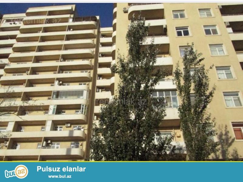 Очень Срочно ! Продается 3-х комнатная квартира нового строения, 7/16, площадью 133 квадрат  , расположенная рядом с Монтинским Базаром в Саадет МТК по улице Хидаетзаде ...