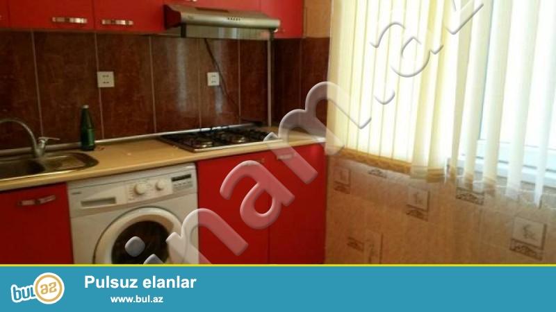 Nerimanovda Divan Otelin saginda 10  \5 ci mertebesinde 2 otagli   temirli esyali ev 500  AZN -e kiraye verilir ...