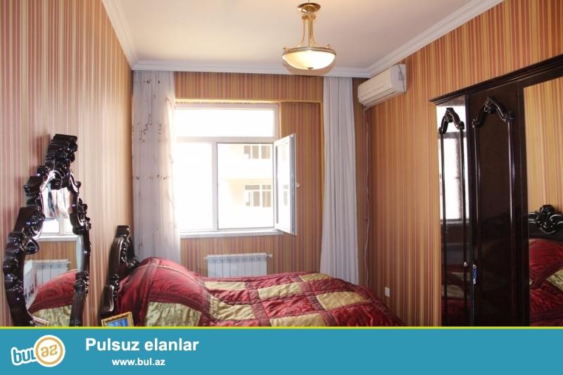 QAZLI YENİ TİKİLİ!!! Yasamal rayonu, Yeni Yasamal qəsəbəsi, Bizim marketin yaxınlığında 2/12 ümumi sahəsi 97 kv...