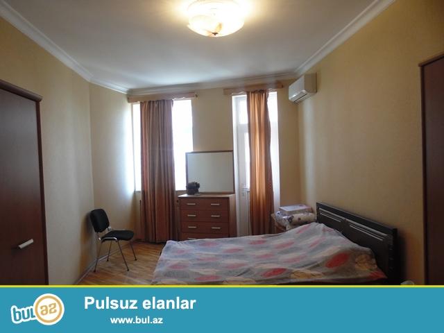 В районе пам. Нариманова сдается 2 ком квартира , светлый и уютные комнаты, есть вся мебель для комфортного проживания...