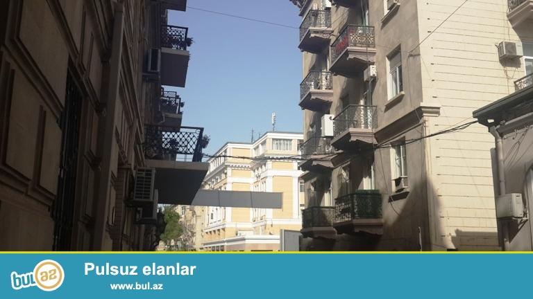 """Cдается 2-х комнатная квартира в центре города,по проспекту Бюль Бюля, рядом с кинотеатром """"Низами"""" ..."""