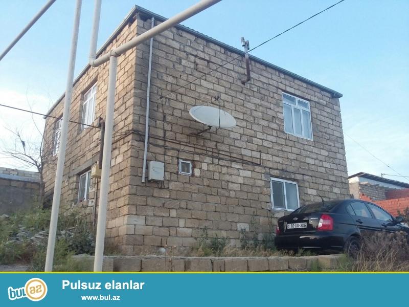 Bineqedide 3 sotda 70 kv 2 mertebeli 4 otaq h/t, metbex orta temirli ev satilir...