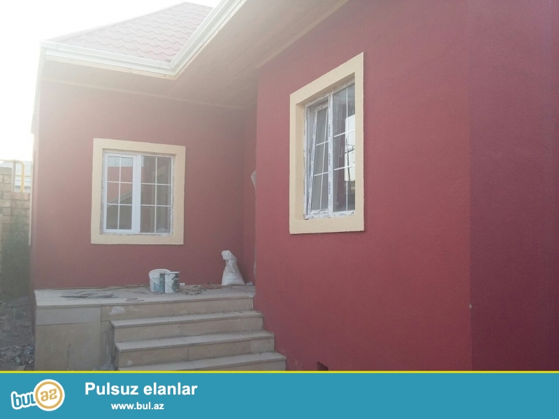 Bineqedide    Gulustan  8-de     2 sotda    100 kv     kursulu  3 otaq   h/t,  metbex   tam  temirli  ev  satilir...