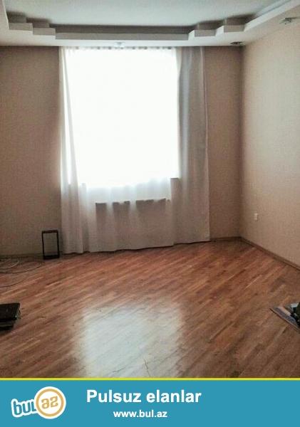 Очень срочно на Ясамале рядом с АТС продаётся 3-х комнатная квартира (2-а переделанная в 3-х)  нового строения   9/16 ...