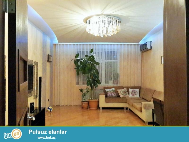 Очень срочно! За рядом с м/с Хези Асланова  возле парка по улице Несреддин Туси 14  продается  3-х комнатная квартира нового строение 14/15, площадью 135 квадрат ...