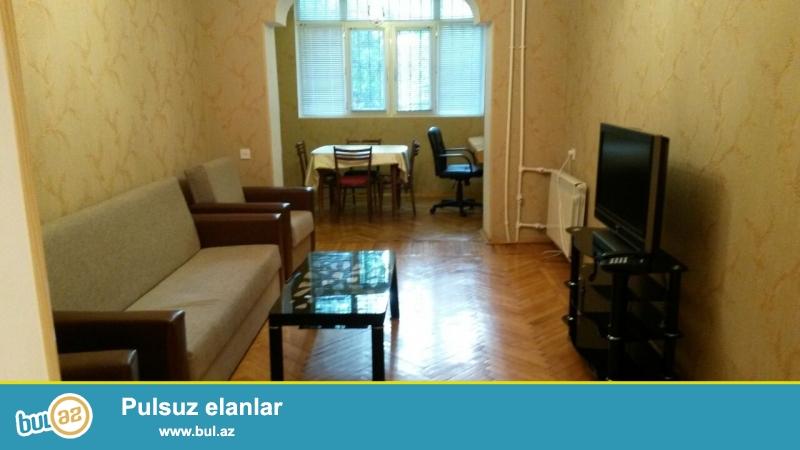 """Cдается 2-х комнатная квартира в центре города,по проспекту Строителей, рядом с отелем """"Хаят Редженси""""..."""