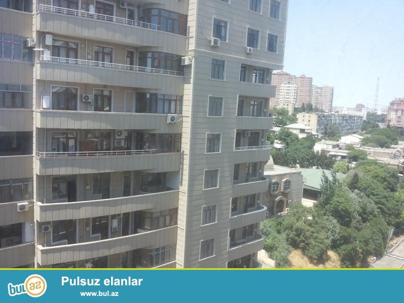 Продается 4-х комнатная квартира переделанная в 3-х комнатную, по улице Тебриз (Чапаева), заселенная новостройка, имеется ГАЗ и КУПЧАЯ, 11/12, общая площадь 153 кв...