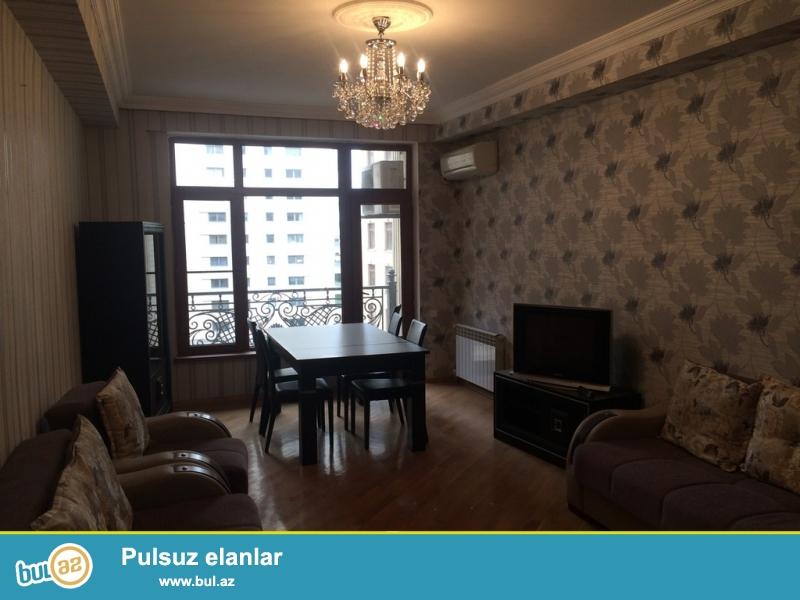 Срочно! Сдается в аренду 3-х комнатная квартира, 9/18, рядом с м/с 28 Мая  ,около  ПОРТ ВАКУ в заниях *AZINKO* площадью 100 квадрат, супер ремонтом, полностью обставленная мебелью ...