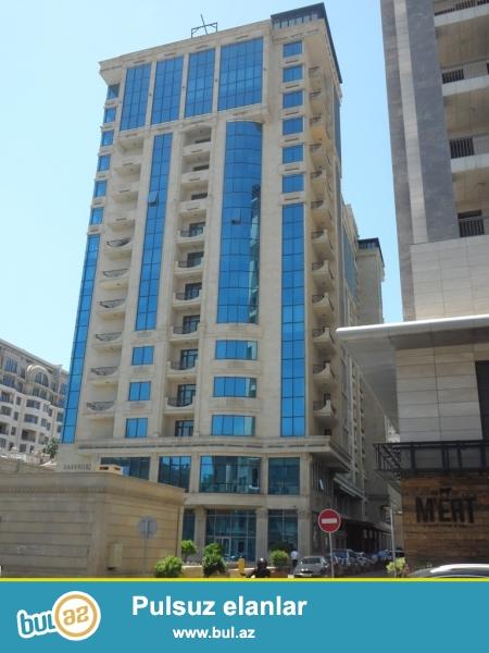 """В центре города по улице С. Вургун над рестораном """"ARISTOCRAT"""" сдаётся 3-х комнатная квартира..."""