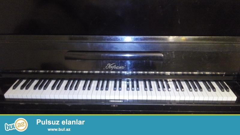 Pianino satilir stulu ile birlikde