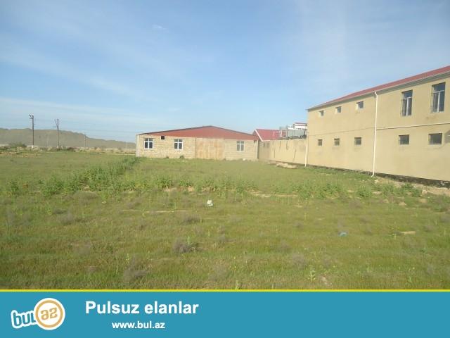 QURBAN Abşeron rayonu Məhəmmədi-Kürdəxanı  yolundan 200 metr məsafədə 16 sot torpaq sahəsində ümumi sahəsi 575 kv...