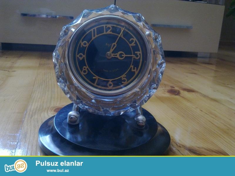 1975ci ilin qədimi orginal Mayak saatıdır.Qiymətdə razılaşmaq olar.