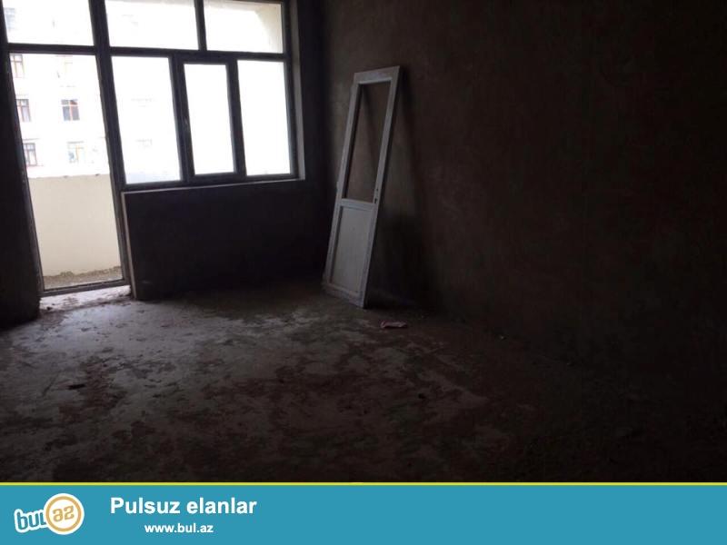 <br /> Satılır: 3 otaqlı  mənzil, 6/17 <br /> Yerleşir:  Nəsimi rayonu ,28 may metro...