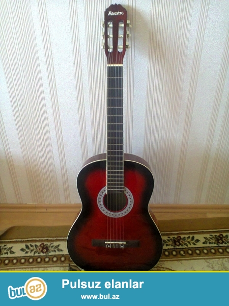 Tecili klassik gitara satiram ela vezietdedir.hec bir problemi yoxdur...