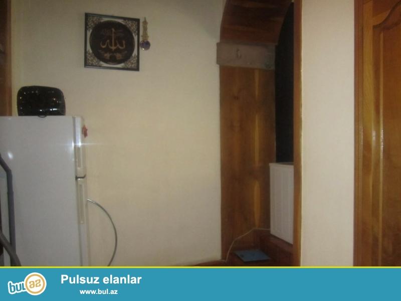 Срочно! Прадается  3-х комнатная  квартира старого  строения , расположенная недалеко от станции метро Сахиль...