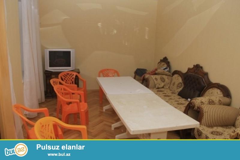 Срочно! В  3 массиве Бадамдара сдаётся в аренду 3-х этажная, 7-и комнатная, площадью 500 квадрат, с евро ремонтом вилла...