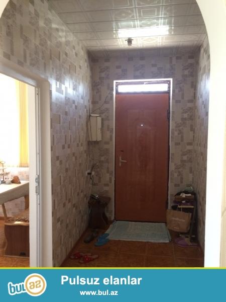 Mehdiabad qəsəbəsində 2 sotun içərisində sahəsi 75m2 olan 3 otaqlı ev satılır. Ev yeni təmir olunub...