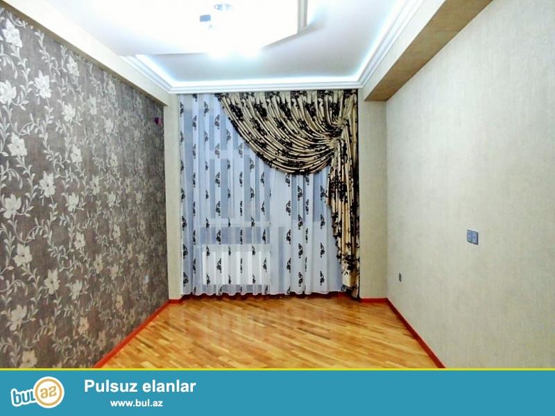 Очень срочно! В 8-м микрорайоне по улице Нахчивани,рядом с госпиталем *Мedera* продается 3-х комнатная квартира нового строения (2-а переделанная в 3-и), 6/14,площадью 94 квадрат...