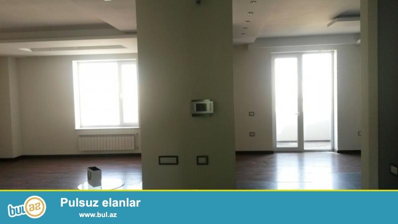 <br /> Очень срочно! Недалеко от  министерства образования  в здании  Мессанат продается 3-х комнатная квартира нового строения 11/18 , с супер ремонтом , общей площадью 150 квадрат...