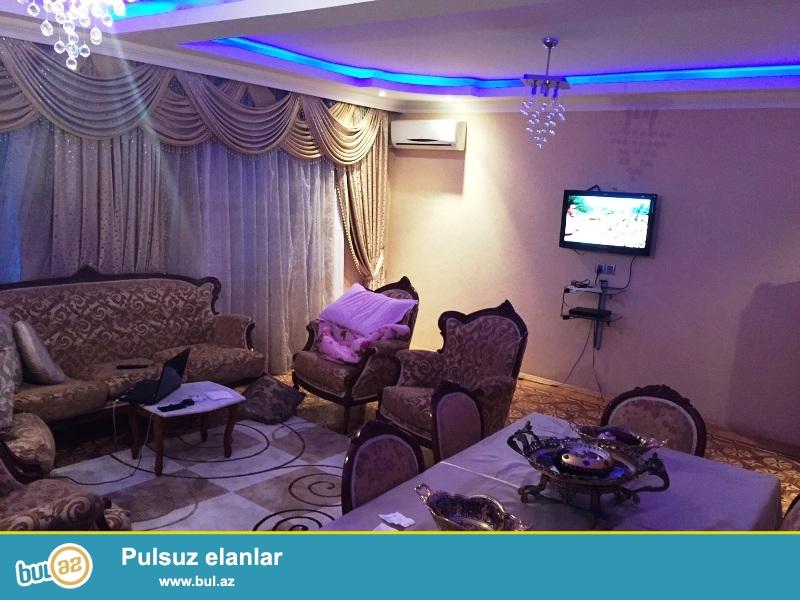 Очень Срочно!Цена Ниже Рыночной! В Ени Ясамалах продается около Бизим Маркета продается 3-ех комнатная квартира...