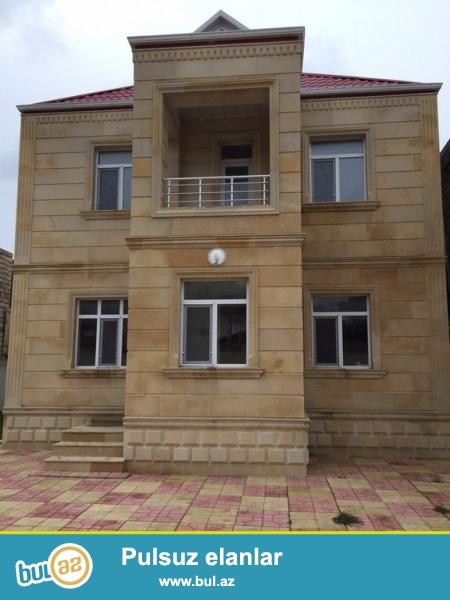 Очень срочно !  В поселке Бакиханово бывший Разино не далеко от д/т «AURA» продаётся 2-х этажный  5-ти комнатный частный дом площадью 200 кв ...