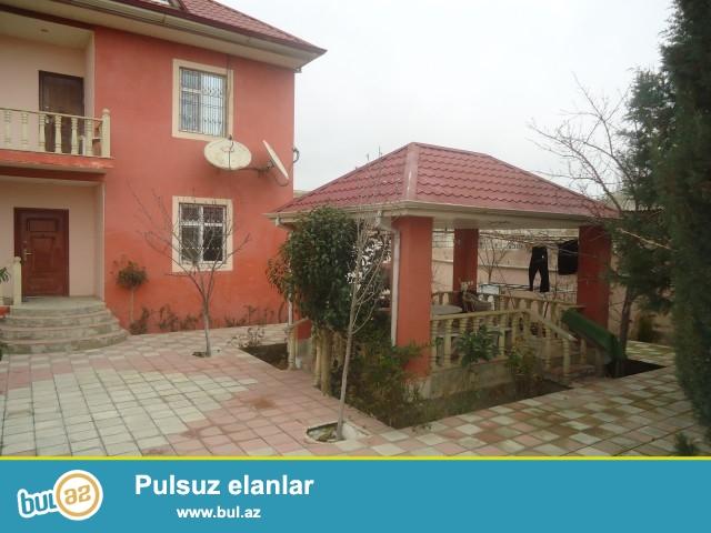 Həci Yaşar - Sabunçu rayonu, Zabrat 2 qəsəbəsi, QAİ-dən 150 mt, əsas yoldan 180 mt məsafədə 4 sot torpaq sahəsində 5 daş kürsülü ümumi sahəsi 166 kv...
