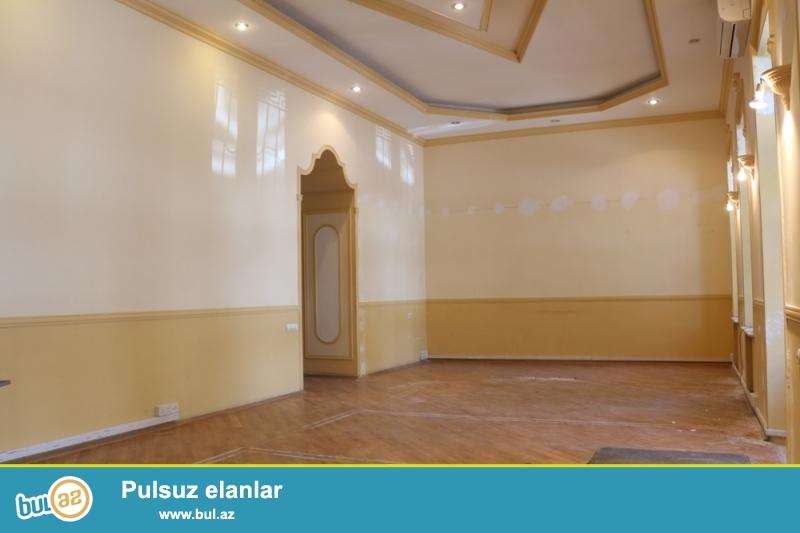 Nəsimi rayonu Fizuli Küçəsi 28may metrosunun yaxınlığında 3/2 ümumi sahəsi 225 kv...