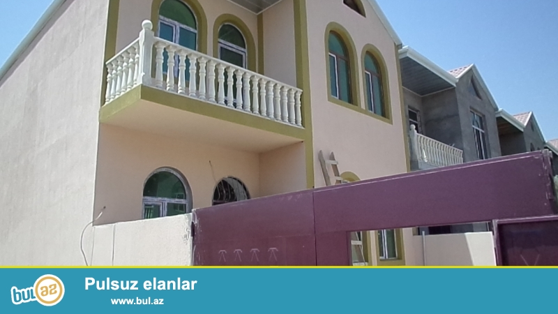 xırdalanda texnikumdan qabağa MONOMARKETİN yaxınlığında 2 mərtəbəli kupçalı normal yaxşı həyəti olan supertəmirli villa satılır.