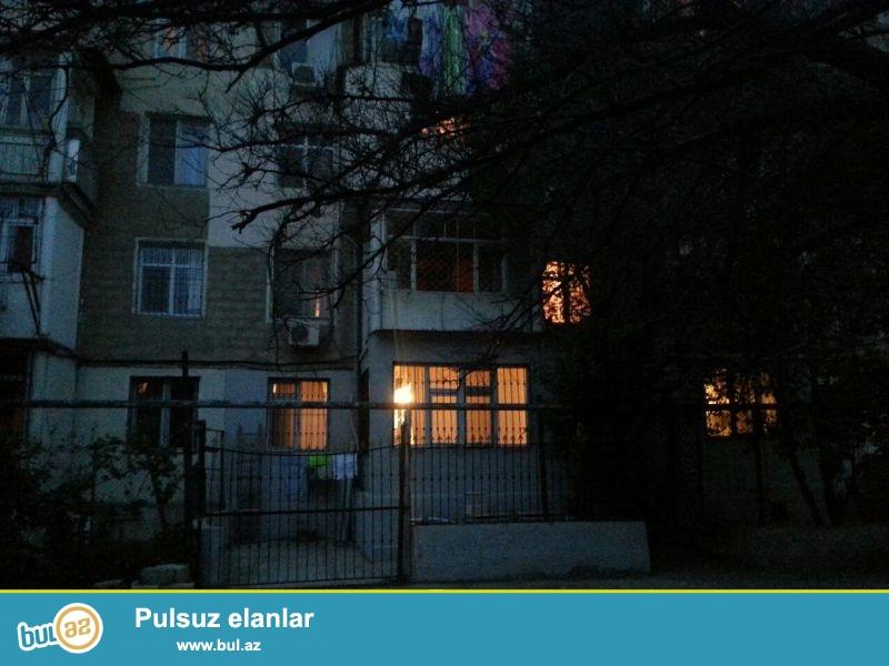 Продается 3-х комнатная квартира, по улице Шарифзаде, вблизи метро Иншаатчылар, проект хрущевка, каменный дом, 2/5, общая площадь 68 кв...