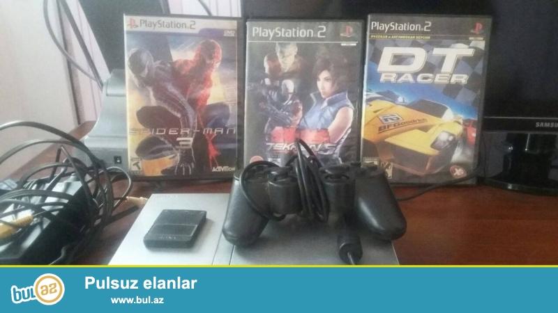 Playstation 2 satıram) Üstündə 2 dənə pult, yaddaş kartı və 5 dənə disk verirəm...