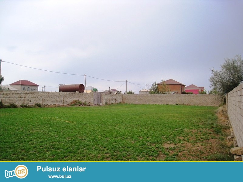 Zire baglarinda, Deniz kenari Baglar kompleksinde,Qizil Baliq istirahet merkezinin yaxinliginda, 12 sot bos torpag satilir...