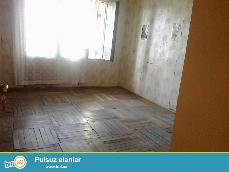 <br /> Sumqayitda 12 mertebelere yaxin 3-cu mkrda ev satilir...