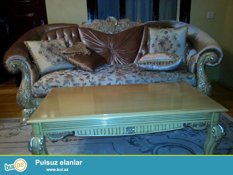 Tecili tepteze turkiy divan kreslo mebelu satiram. Mebele daxildi 1 divan,2 kreslo, 1 jurnal masasi, divanin 6yasiqcasi...