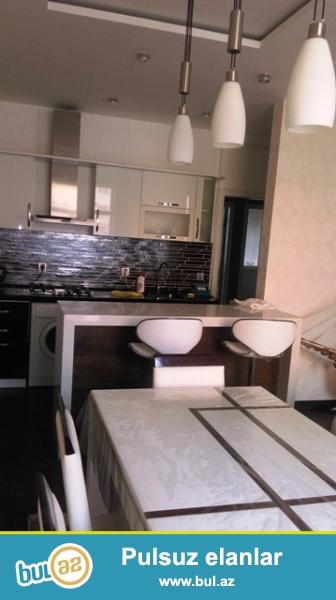 Срочно!!! Сдается в Ново- построенном около нового Бульвара…2 комнатная квартира удачно переделано в 3 комнатную, супер ремонтом, кухня студия, общая площадь 90 кв...