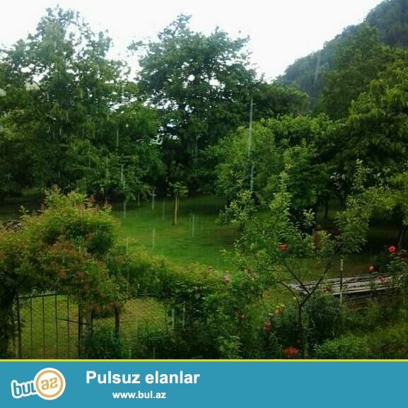 Abşeron rayon Pereküşkül kəndində məktəbə yaxın 10 sot torpaq satıram...