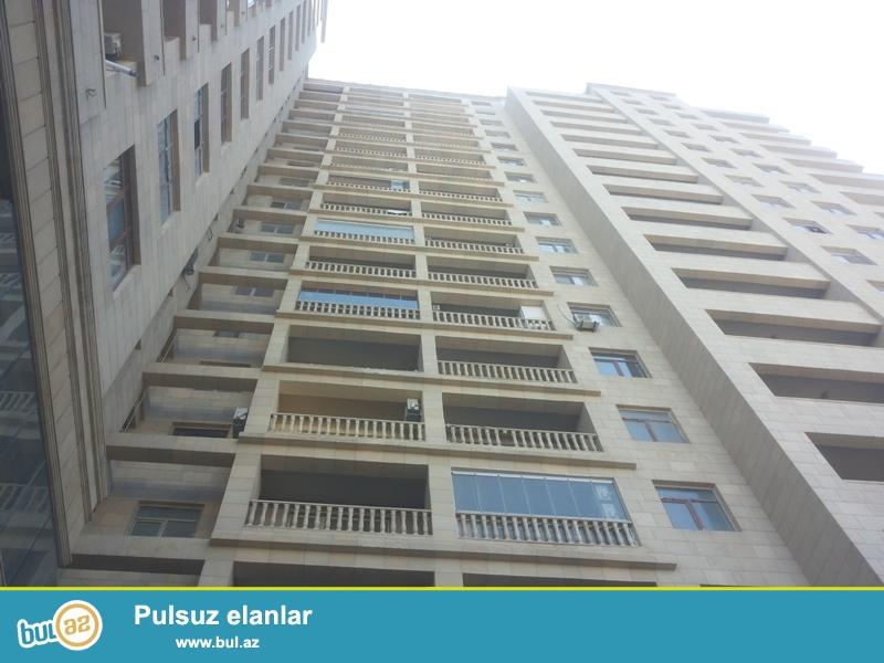 Продается 2-х комнатная квартира переделанная в 3-х комнатную, Нариманова, по улице Короглу Рагимов, 10/17, общая площадь 85 кв...
