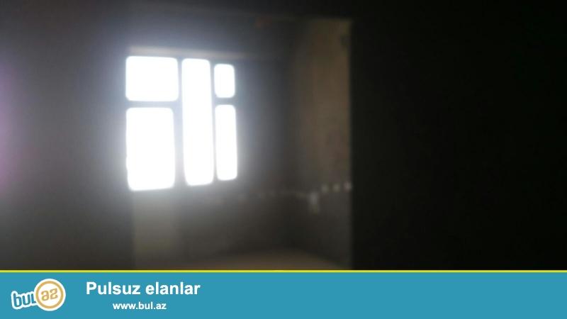 Очень срочно!В  10-ти минутах от метро Иншаатчылар в полностью заселённой новостройке продаётся 3-х комнатная квартира 16/18 под маяк,площадью 128кв...