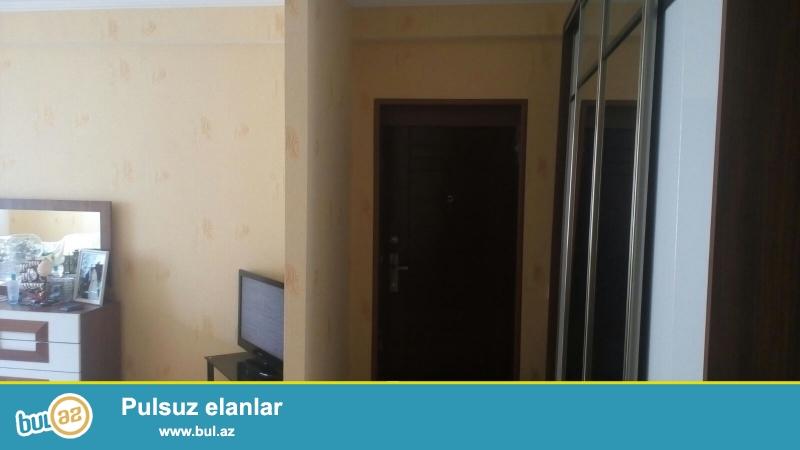 Срочно!В 10-ти минутах пешком от метро Иншаатчылар в полностью заселённой новостройке продаётся 2-х комнатная квартира 10/12 с общей площадью 90 кв...