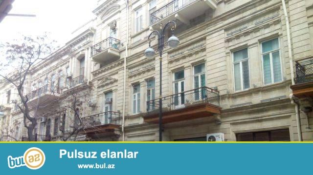 Səbail rayonu, «Sultan restaurant»  yaxınlığında, arxitektur layihəli binada 3 otaqlı mənzil kirayə verilir...