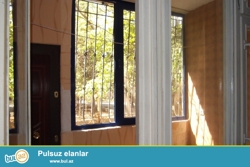 Gənclik metrosu İqamətgahin yaxınlığında 5 mərtəbəli Fransız lahiyəli binanın 1-ci mərtəbəsində ayrıca olan 45 kv...